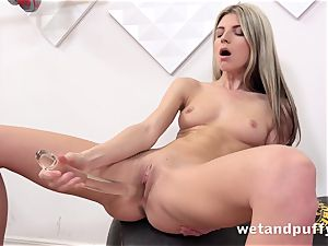 wet saucy twat with yoga babe Gina Gerson