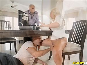 Janna Hicks taking a hefty shaft in her pussyhole