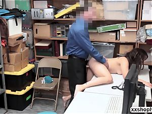 Shoplifter Ziggy starlet gets nail by 2 deviant LP officer