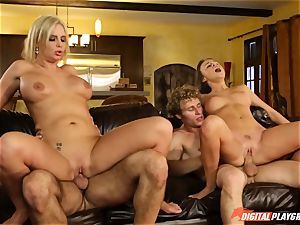 Family hookup lessons with stepmom and stepfather - Phoenix Marie and Alexis Adams