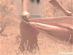 Gabriella Paltrova porks in the Desert