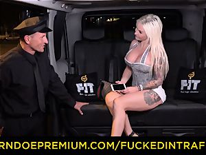 poked IN TRAFFIC - spunky blondes car triangle poking