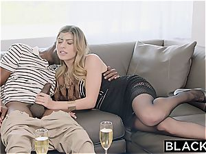 Arab damsel Audrey Charlize enjoys the taste of a bbc
