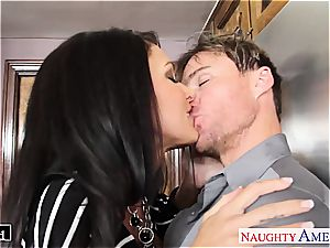 black-haired hotty Jessica Jaymes down for a ravage