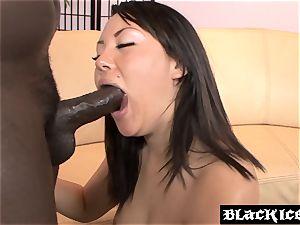 chinese stunner Tina Lee takes an anal ride