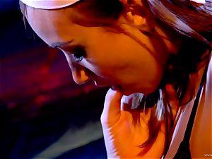 Sarah Vandella loves teasing Louisa Lanewoods moist slot