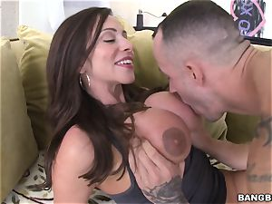 chisel hungry milf Ariella Ferrera banged in her ass hole