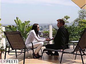Smoking torrid Agent Takes Her client's pulsating manstick