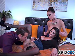 The hubby of Jessica Jaymes brings home a handle from work