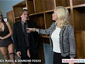 Blondes Phoenix Marie and Diamond Foxxx pummel in four way