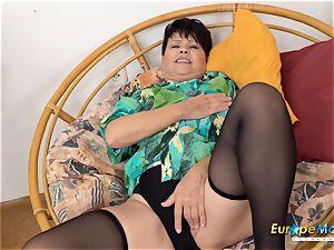 EuropeMaturE Libi provocative Solo Striptease movie