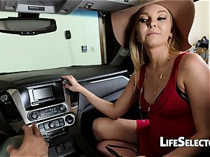 chatty cougar Aaliyah enjoy gives a blowage in your car