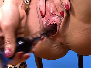 splendid Lisa Ann jams her fuck stick deep in her wet coochie