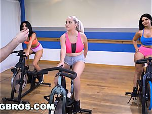 bootylicious Latina Rose Monroe smashed by Brick Danger