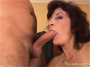 facial on huge-titted fur covered mommy