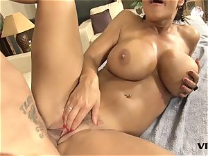 magnificent cougar Lisa Ann has a taste for latin meat