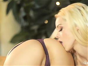 Jenna Sativa and Elsa Jean nasty cunny enjoying lesbians