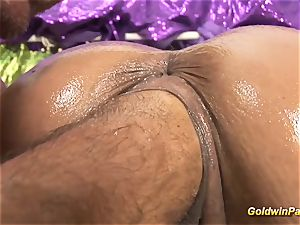 huge-boobed spandex honey loves deep going knuckle deep