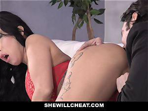 SheWillCheat - cockslut wifey culo pummeled by mate