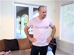 Raylin Ann and Layla London manage to entice Sean Lawless in for some fun